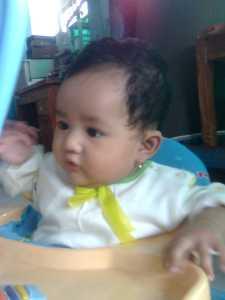 Puteriku di atas baby walker